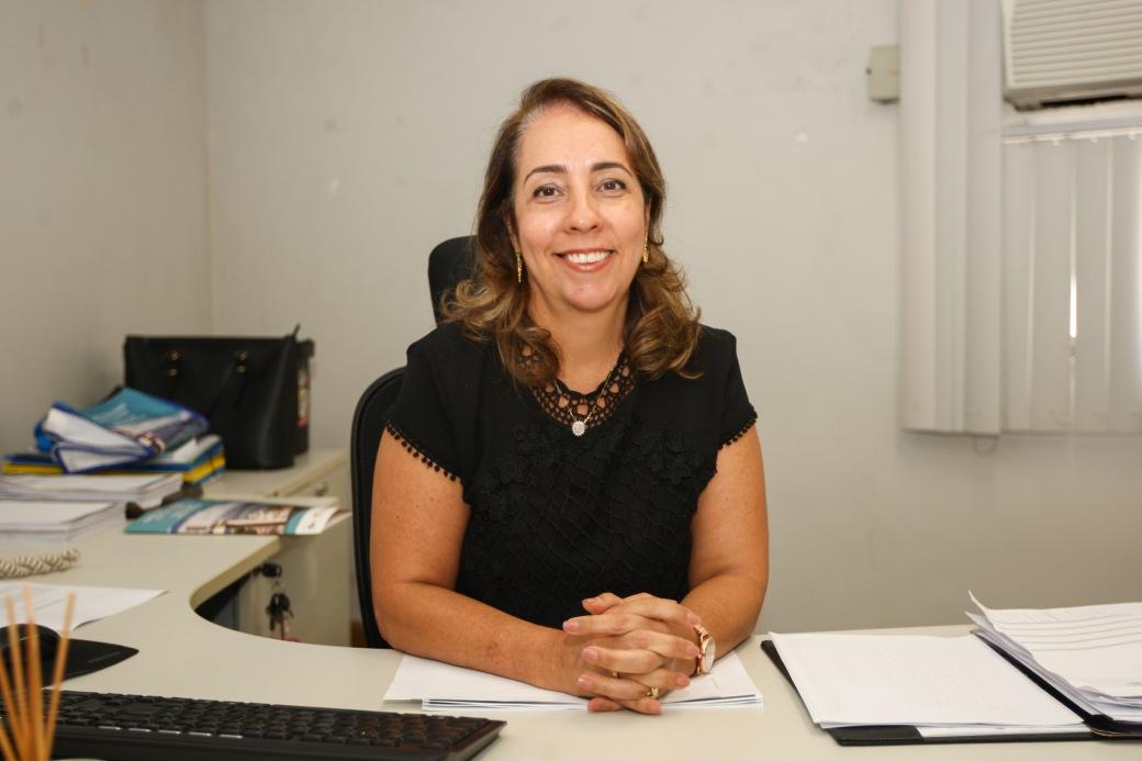Adriana Meneses diretora de atendimento