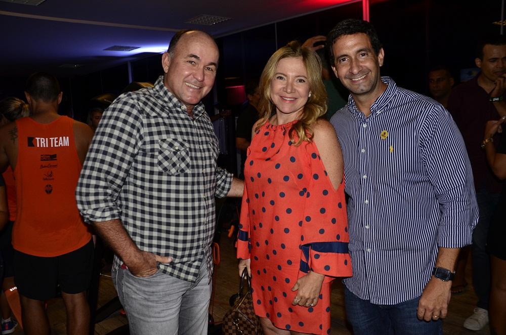 Marcílio Duarte (direita), Diretor de Marketing da Alpha, recebeu o empresário Joaquim Nery, da Central do Carnaval, na inauguração. Foto Eli Cruz