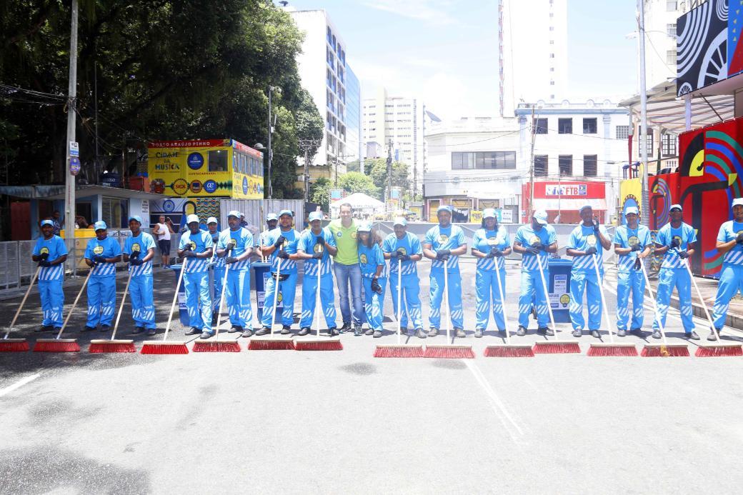 presidente-da-limpurb-com-o-pessoal-da-limpeza-do-circuito-campo-grande-28-02-17-foto-alfredo-filho-2