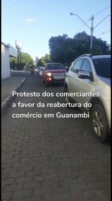 Protesto dos comerciantes a favor da reabertura do comércio em Guanambi